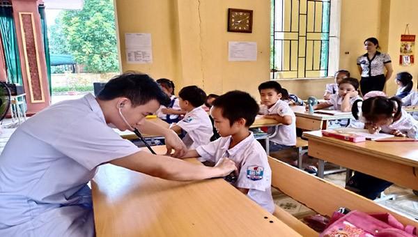 Chương trình khám sàng lọc phát hiện sớm tim bẩm sinh cho các em học sinh tại trường học