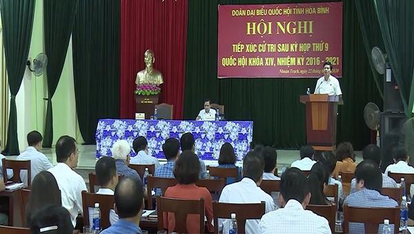 Đoàn đại biểu quốc hội tỉnh Hòa Bình tiếp xúc cử tri sau kỳ họp thứ 9 Quốc hội khóa XIV