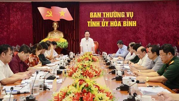 Ông Bùi Văn Tỉnh, Ủy viên BCH T.Ư Đảng, Bí thư Tỉnh ủy chủ trì hội nghị Ban Thường vụ Tỉnh ủy