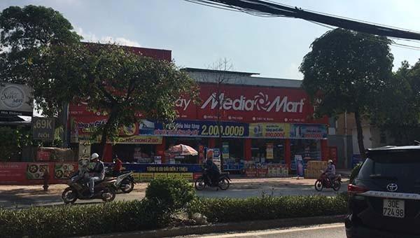 Nhiều diện tích đất được Công ty Cổ phần Len Hà Đông cho các hộ kinh doanh thuê lại làm siêu thị.
