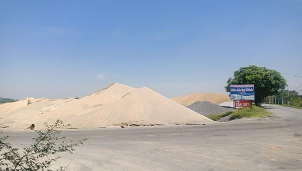 Chính quyền biết nhưng vẫn để các bãi khai thác cát sỏi trái phép hoạt động