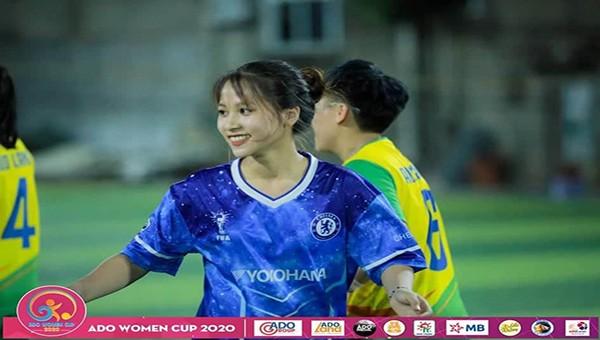 Thu Thảo FC Liên Kết luôn nở nụ cười mỗi khi ra sân