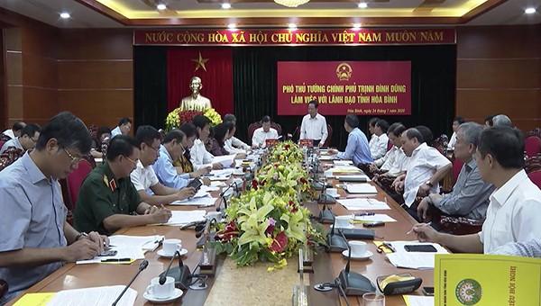 Phó Thủ tướng Chính phủ Trịnh Đình Dũng làm việc với lãnh đạo tỉnh Hoà Bình về tình hình phát triển kinh tế - xã hội 6 tháng đầu năm 2020.
