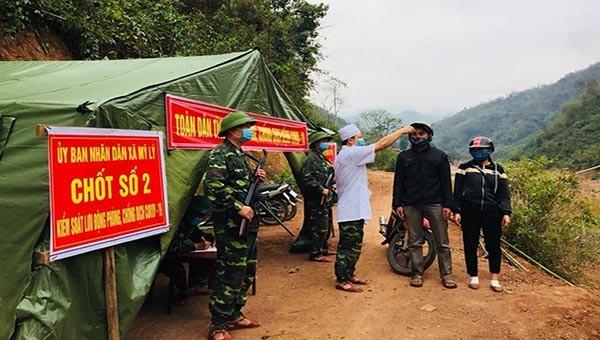 Bộ đội biên phòng tăng cường công tác kiểm soát chặt chẽ tại các đường mòn, lối mở, tổ chức tuần tra, kiểm soát chặt chẽ biên giới.