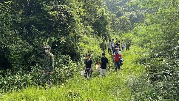 Bắt giữ 10 công dân nhập cảnh trái phép qua cửa khẩu Trà Lĩnh
