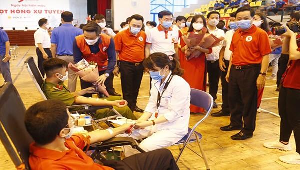 """Ngày hội hiến máu nhân đạo """"Giọt hồng xứ Tuyên"""""""