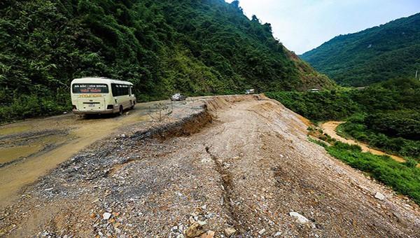 Mưa lũ ảnh hưởng nghiêm trọng đến nhiều tuyến giao thông trên địa bàn tỉnh Hòa Bình