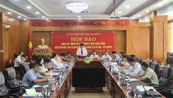 Phó trưởng Ban Tuyên giáo Tỉnh ủy Cao Bằng phát biểu tại cuộc họp