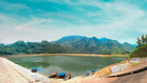 Toàn cảnh Hồ Vai Miếu thơ mộng
