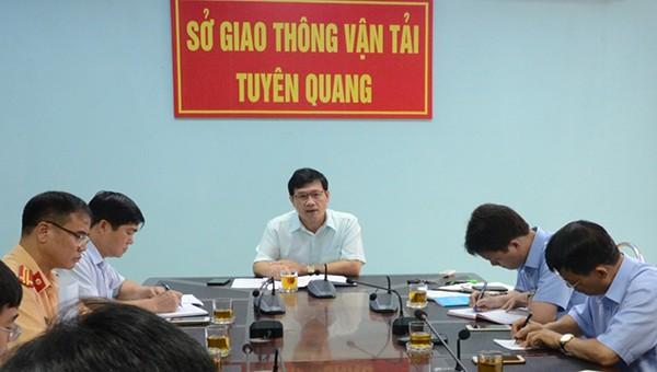 Sở Giao thông Vận tỉnh Tuyên Quang làm việc cùng các sở, ngành, UBND huyện Yên Sơn về việc tạm ngừng tàu, thuyền qua lại khu vực Đập thủy điện Sông Lô 8B.
