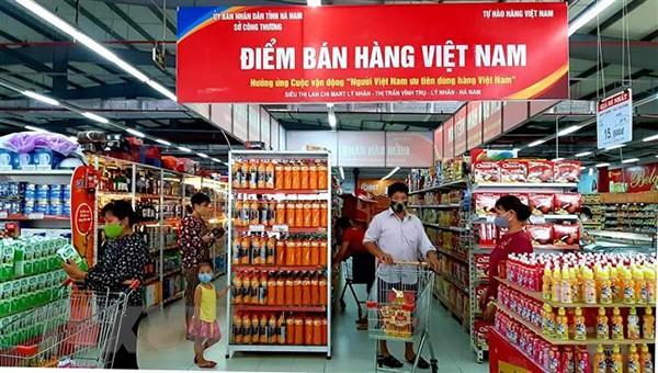 Tỉnh Bắc Giang có 10 siêu thị, 8 trung tâm thương mại và 443 cửa hàng tiện ích, tiện lợi với hơn 80% là hàng Việt.