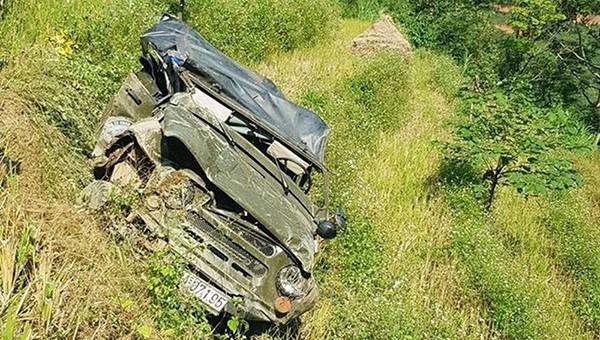 Hiện trường vụ xe ô tô lao xuống vực sâu khiến 7 người thương vong