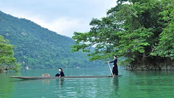 Hát Then trên hồ Ba Bể - nét độc đáo trong kết hợp nét văn hóa truyền thống với du lịch.