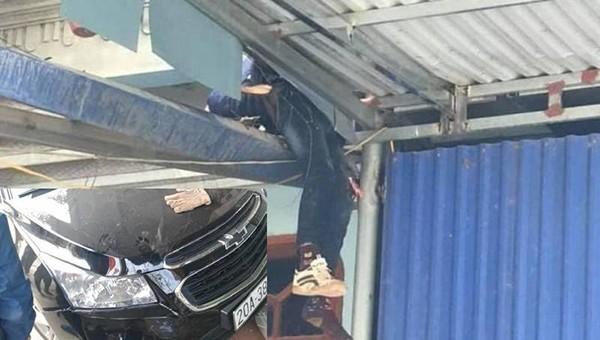 Hiện trường cháu bé 12 tuổi bị văng lên mái nhà