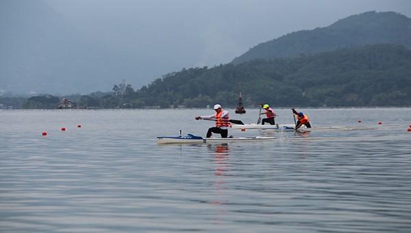 Các VĐV tham gia Giải Đua thuyền Cúp Canoeing toàn quốc năm 2020