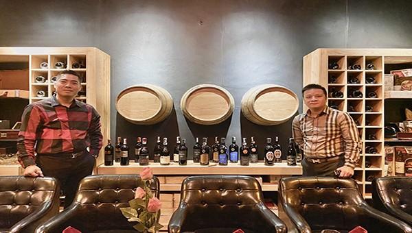 Rượu vang của công ty vinegroup được bày bán tại cửa hàng