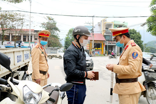 Tuyên Quang xử phạt 112 trường hợp vi phạm an toàn giao thông dịp Tết