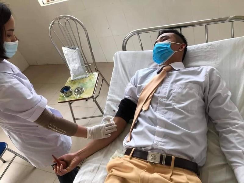 Trung úy cảnh sát hiến máu cứu học sinh tại Sơn La
