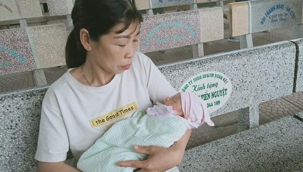 Bé trai sơ sinh bị bỏ rơi tại Bắc Giang