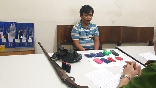 Bắt giữ đối tượng cầm súng đã lên đạn vận chuyển ma túy