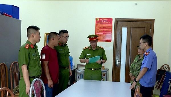 Bắt giữ đối tượng khai thác rừng trái phép tại Sơn La