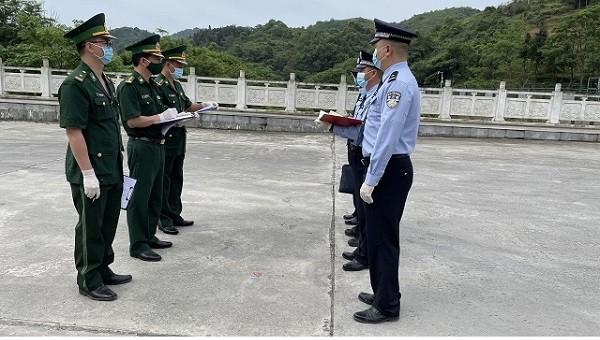 Đồn BPCK Trà Lĩnh hội đàm với Trạm kiểm soát Biên phòng Xuất nhập cảnh Long Bang, Quảng Tây