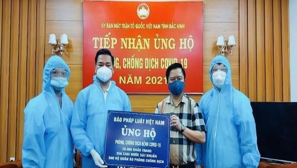 Báo Pháp luật Việt Nam tiếp tục tiếp sức cho người dân vùng tâm dịch