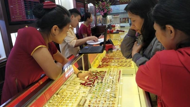 Giá vàng tăng 'sốc' hơn 3 triệu đồng/ngày, tiến sát 50 triệu đồng/lượng