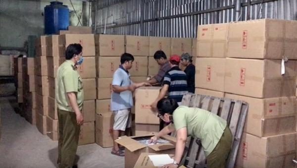 Phát hiện gần 1 triệu chiếc khẩu trang không rõ nguồn gốc chuẩn bị đưa sang Campuchia