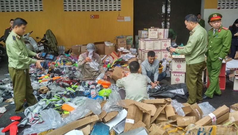 Gần 11.000 sản phẩm các loại bị tiêu hủy tại Bắc Giang.
