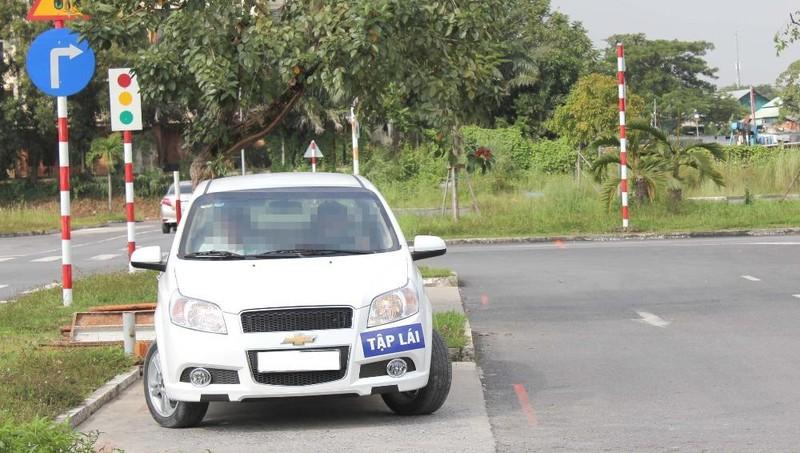 Đề nghị điều tra 83 giáo viên dạy lái xe dùng bằng giả