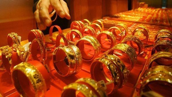 Giá vàng trong nước cao hơn thế giới gần 5,4 triệu đồng/lượng, tiền ẩn rủi ro