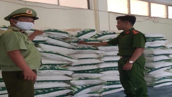 Lực lượng QLTT Phú Yên tạm giữ 21.000kg đường tinh luyện do nước ngoài sản xuất không có nhãn phụ tiếng Việt