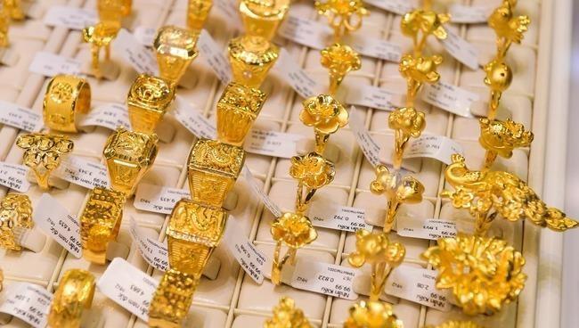 Giá vàng trong nước trượt sâu, qua khỏi mốc 46 triệu đồng/lượng