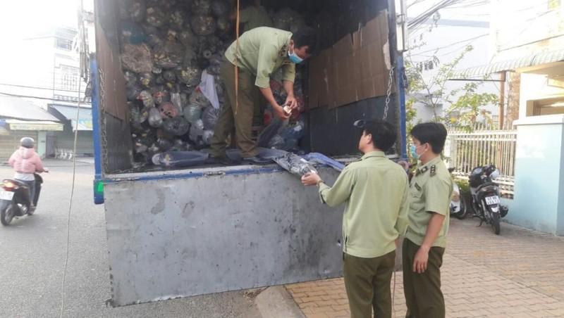 Tiền Giang: Phạt 60 triệu đồng và tịch thu 3.750 kg vải nhập lậu