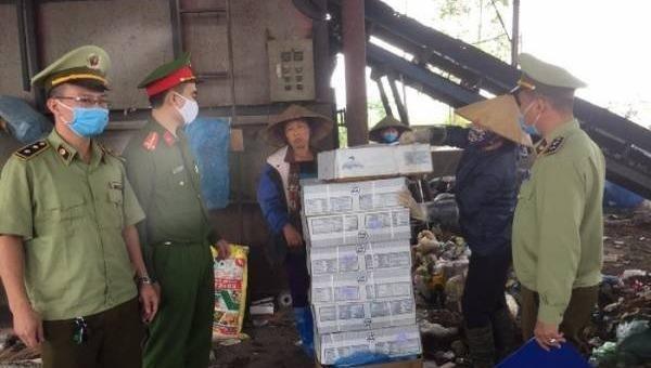 Phát hiện 150 kg thịt gà đông lạnh không rõ nguồn gốc chuẩn bị đưa vào bếp ăn Khu công nghiệp