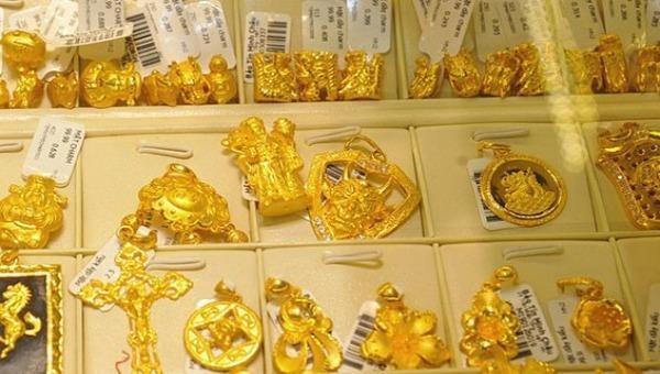 Giá vàng trong nước giảm, vẫn cao hơn thế giới 240.000 đồng/lượng