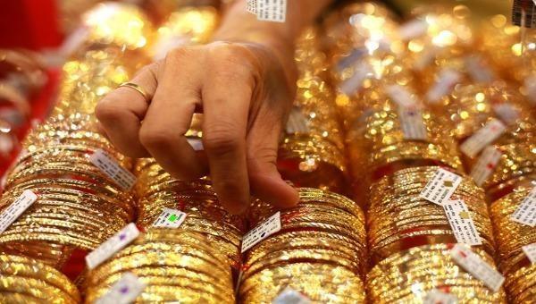 """Giá vàng """"nổi sóng"""" trở lại, tiến thẳng tới mốc 49 triệu đồng/lượng"""