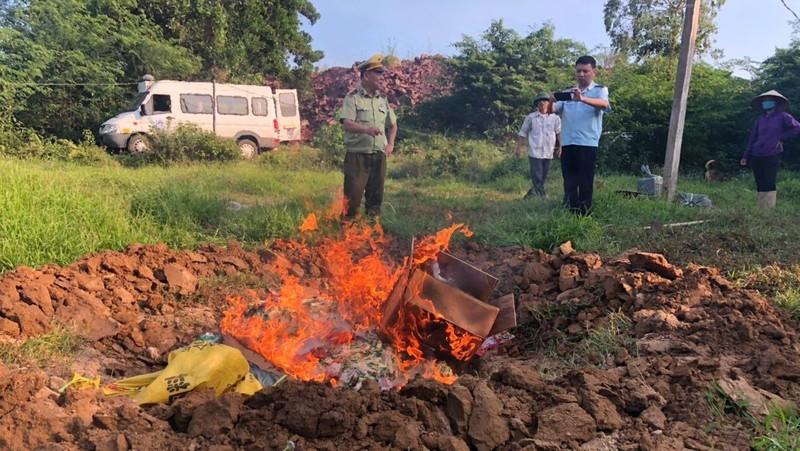 Quảng Ninh tiêu hủy 2 tấn chân gà, lợn nhập lậu