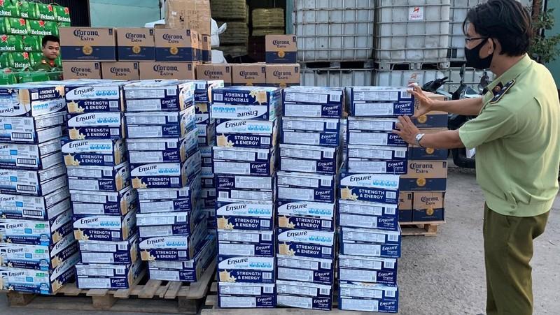 Tạm giữ hơn 23.000 sản phẩm bia, sữa nhập lậu tại TP Hồ Chí Minh