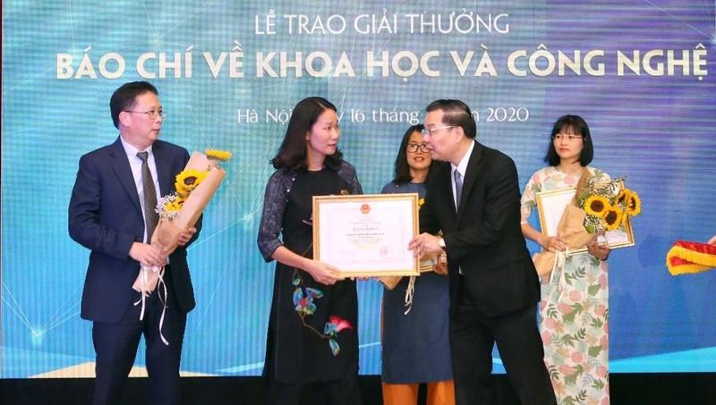 Trao giải thưởng báo chí về Khoa học và Công nghệ năm 2019