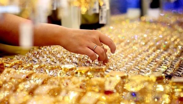 Giá vàng thế giới ngược dòng tăng mạnh