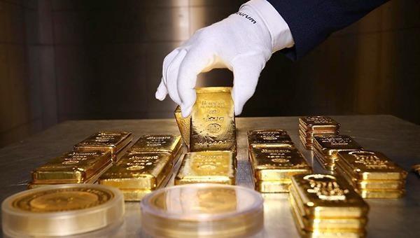Giá vàng thế giới tiếp tục 'bám đỉnh'
