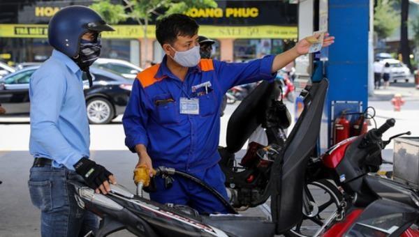 Xăng E5RON92 và các mặt hàng dầu tiêu dùng tăng nhẹ từ 15h chiều nay