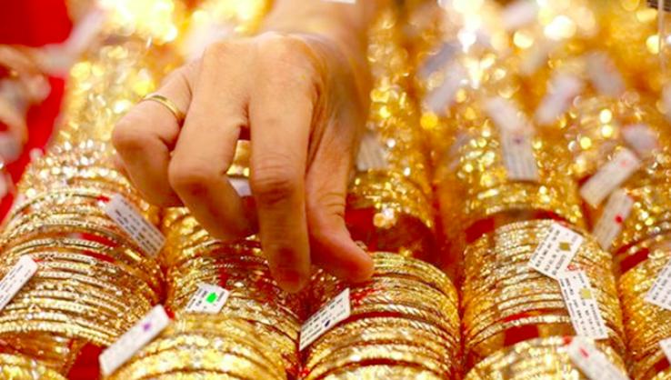 Giá vàng hôm nay 31/7: Đột ngột quay đầu giảm, có tái đỉnh mới?