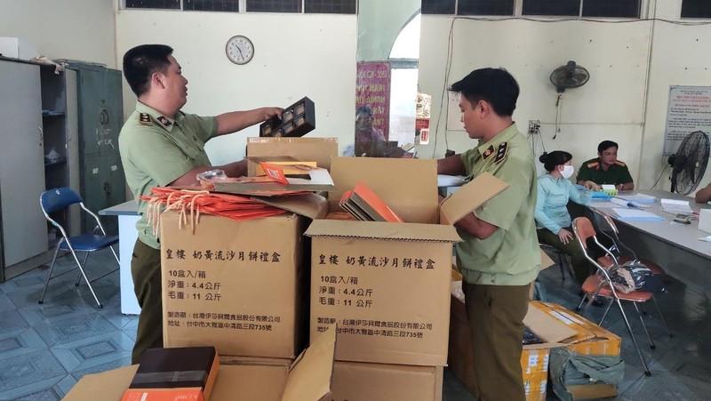 Phú Yên tạm giữ 1.600 bánh Trung Thu và hơn 2 tấn hàng lậu