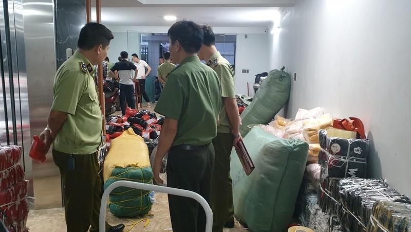 Phát hiện kho hàng thời trang nhập lậu chứa gần 8 nghìn sản phẩm tại Quảng Ninh