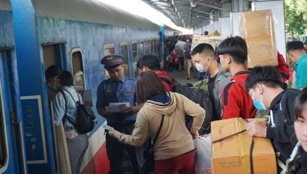 Đường sắt tăng tàu đi Quy Nhơn, Đà Nẵng và nhiều tàu khu đoạn khác tuyến Bắc - Nam dịp Tết Dương lịch 2021.