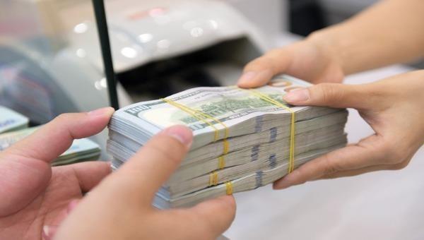 """Tỷ giá ngoại tệ hôm nay 1/12: Tỷ giá trung tâm giảm mạnh, Ngân hàng thương mại """"nhảy múa"""" trái chiều"""