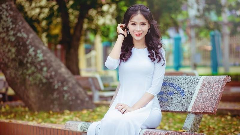 Đang ở độ tuổi đẹp nhất của con gái, Thủy Tiên phải chống chọi với căn bệnh quái ác.